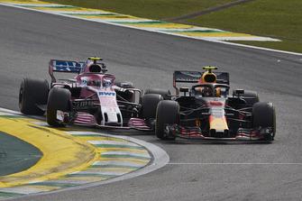 Crash: Max Verstappen, Red Bull Racing RB14, Esteban Ocon, Racing Point Force India VJM11
