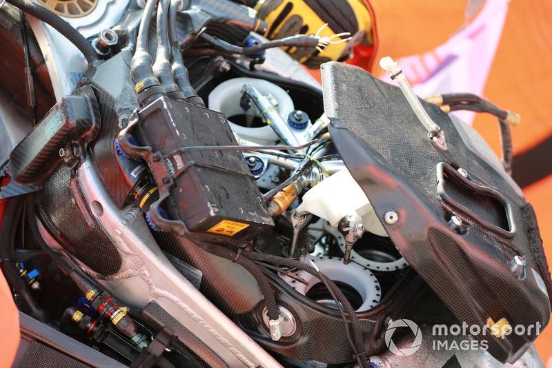 Jorge Lorenzo, Ducati Team, wrak van zijn gecrashte machine