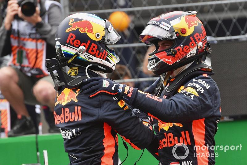 Ganador de la pole Daniel Ricciardo, Red Bull Racing y Max Verstappen, Red Bull Racing celebran en Parc Ferme