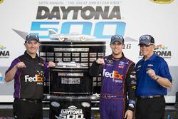 Ganador de la carrera Denny Hamlin, Joe Gibbs Racing Toyota with Joe Gibbs