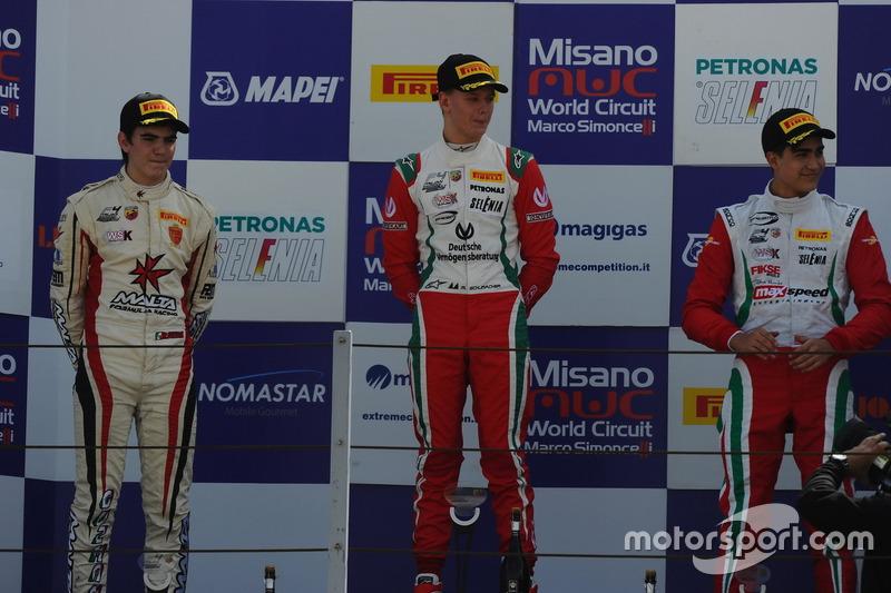 Podio manche A-B: Mick Schumacher, Prema Powerteam, Raul Guzman Marchina, DR Formula, Juan Manuel Correa, Prema Powerteam