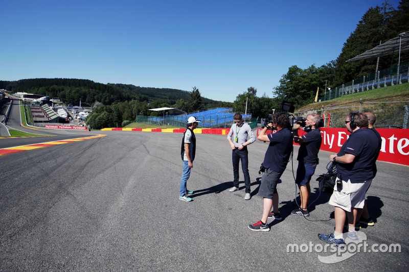 Sergio Perez, Sahara Force India F1 with Paul di Resta, Williams Reserve Driver / Sky Sports F1