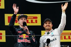 Podium: winnaar Nico Rosberg, Mercedes AMG F1 Team, derde plaats Daniil Kvyat, Red Bull Racing