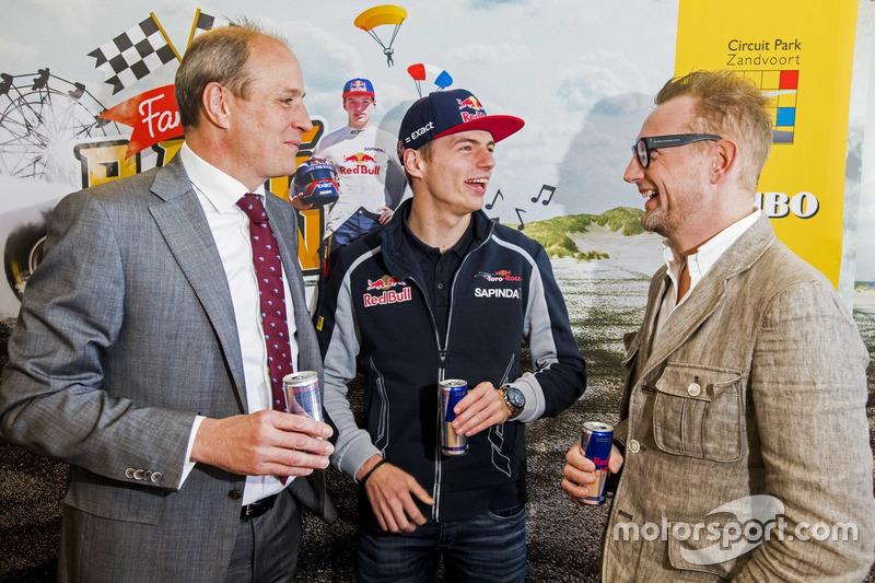 Perspresentatie over de 'Familie Racedagen, driven by Max Verstappen' met (v.l.n.r) Frits van Eerd, algemeen directeur Jumbo Supermarkten, Max Verstappen en Prins Bernhard Junior, board member Circuit Park Zandvoort.