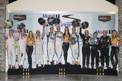 PC-подіум: переможці - Джон Беннетт, Колін Браун, Марк Вілкінс, CORE autosport, друге місце - Роберт