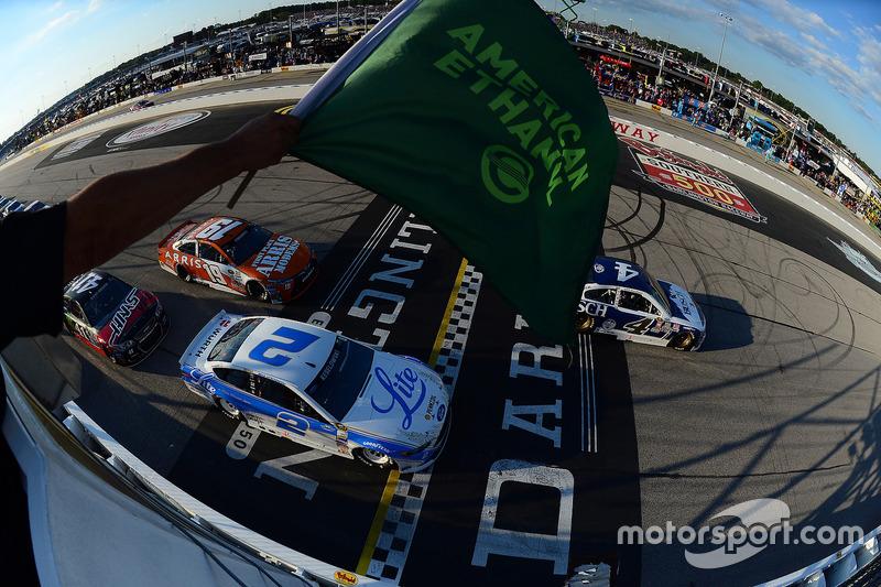 Start: Kevin Harvick, Stewart-Haas Racing, Chevrolet, führt