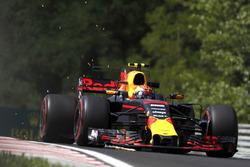 Max Verstappen, Red Bull Racing RB13, strikes up sparks