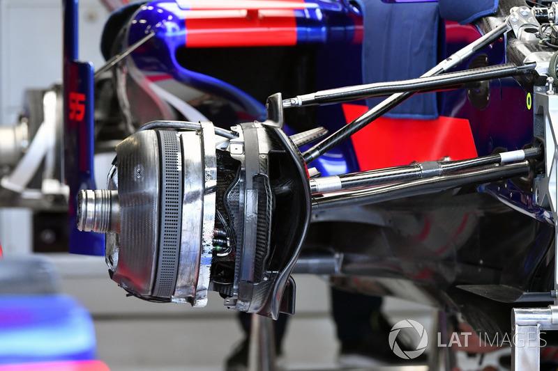 Scuderia Toro Rosso STR12 detail van de voorwielconfiguratie