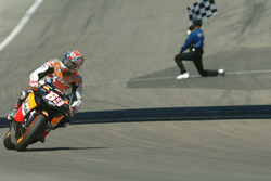 Checkered flag for Nicky Hayden, Repsol Honda Team