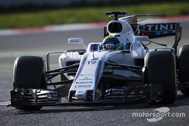 Felipe Massa, Williams FW40, corrects a slide