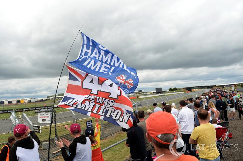 Lewis Hamilton, Mercedes-Benz F1 W08, und seine Fans
