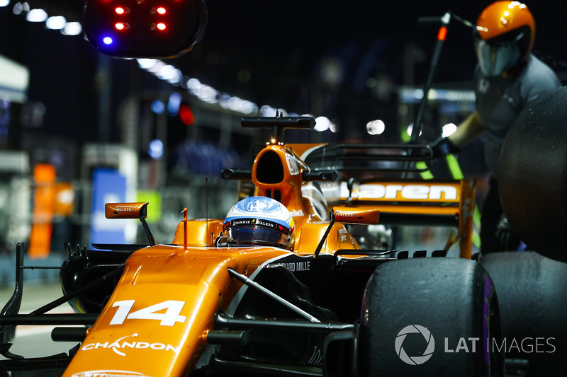 Fernando Alonso, McLaren MCL32, makes a stop during practice