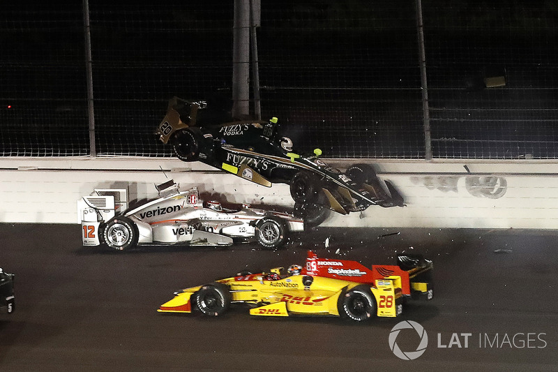 2. Ryan Hunter-Reay, Andretti Autosport Honda, Will Power, Team Penske Chevrolet, Ed Carpenter, Ed Carpenter Racing Chevrolet, crash