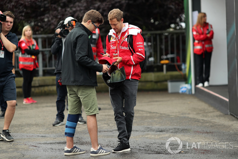 Sebastian Vettel, Ferrari signs an autograph