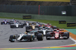 Lewis Hamilton, Mercedes AMG F1 W08, Sebastian Vettel, Ferrari SF70H, Valtteri Bottas, Mercedes AMG F1 W08, Daniel Ricciardo, Red Bull Racing RB13 and Kimi Raikkonen, Ferrari SF70H, ahead of a safety car restart