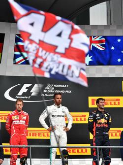Temporada 2017 F1-belgian-gp-2017-sebastian-vettel-ferrari-lewis-hamilton-mercedes-amg-f1-and-daniel-ricc