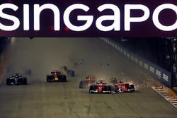 Crash: Sebastian Vettel, Ferrari SF70H, Kimi Raikkonen, Ferrari SF70H and Max Verstappen, Red Bull Racing RB13