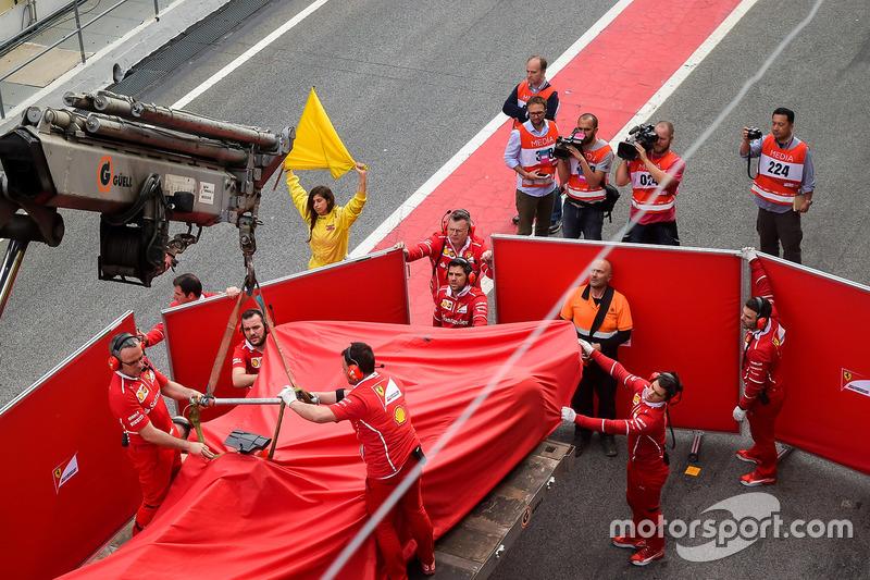 Mobil Kimi Raikkonen, Ferrari SF70H, usai kecelakaan