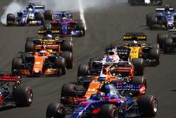Marcus Ericsson, Sauber C36, Carlos Sainz Jr., Scuderia Toro Rosso STR12,Fernando Alonso, McLaren MC