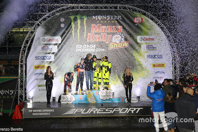 Podio: ganadores Valentino Rossi, Carlo Cassina, ssegundo lugar Daniel Sordo, Marc Marti