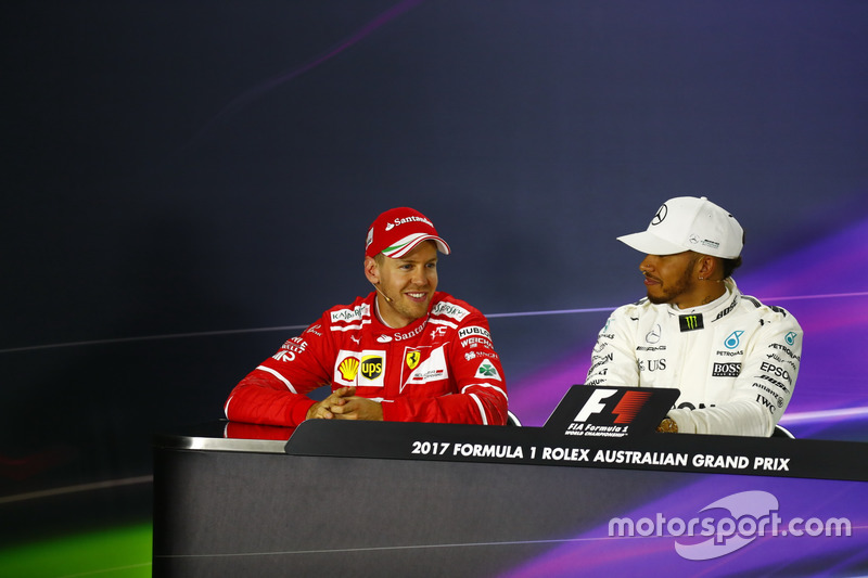 Sebastian Vettel, Ferrari; und Lewis Hamilton, Mercedes AMG F1