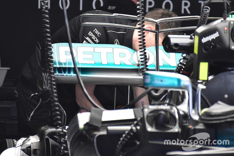 Заднее крыло Mercedes F1 W08