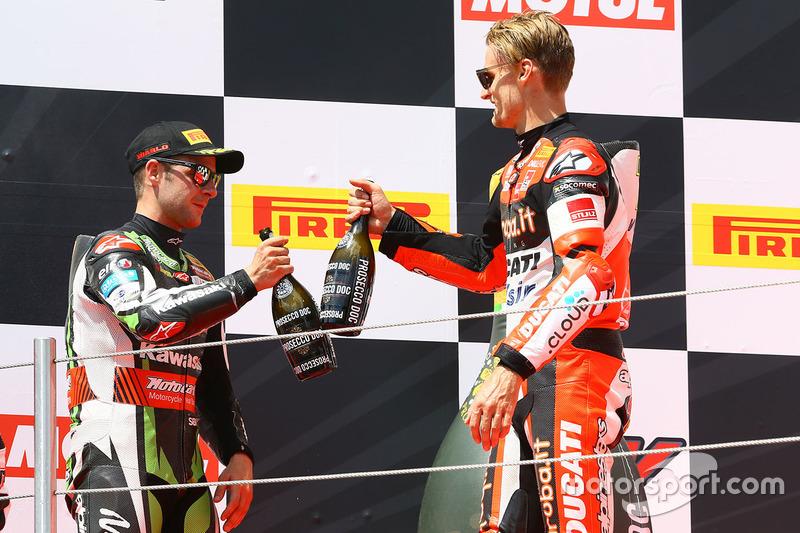 Podio: ganador de la carrera Chaz Davies, Ducati Team, segundo Jonathan Rea, Kawasaki Racing,  y tercero Marco Melandri, Ducati Team