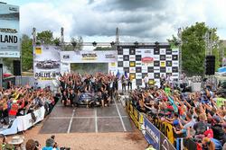 Podio: Ott Tänak, Martin Järveoja, Ford Fiesta WRC, M-Sport con el equipo