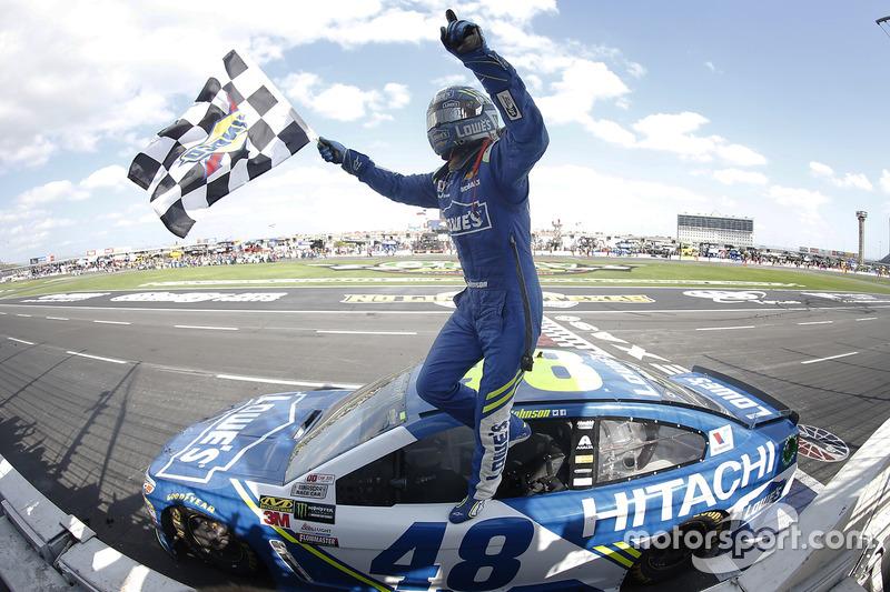 5. Jimmie Johnson, Hendrick Motorsports Chevrolet celebra despué de ganar