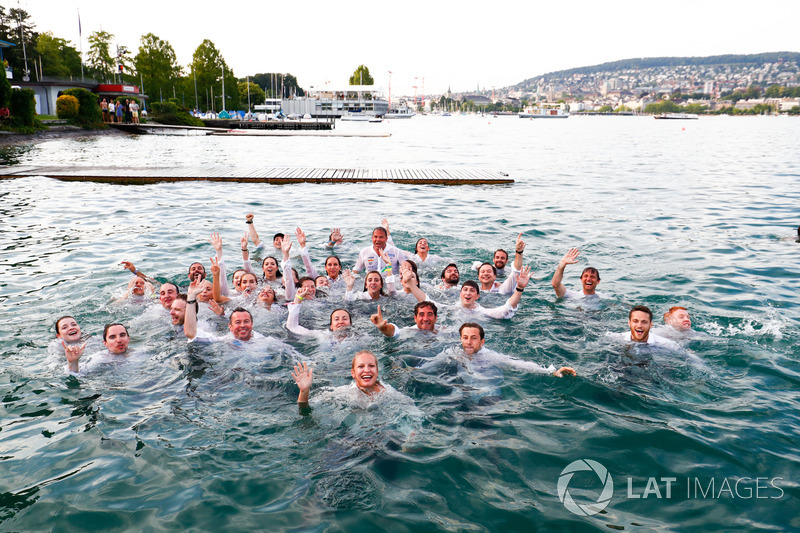 ABB Formula E Team jump into Lake Zurich