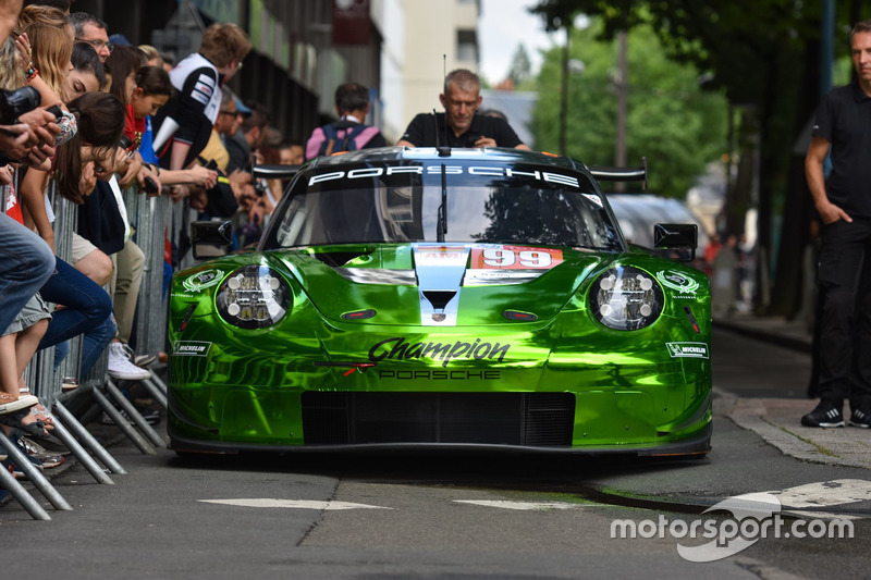 #99 Dempsey Proton Competition Porsche 911 RSR