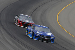 Martin Truex Jr., Furniture Row Racing, Toyota Camry Auto-Owners Insurance and William Byron, Hendrick Motorsports, Chevrolet Camaro Liberty University