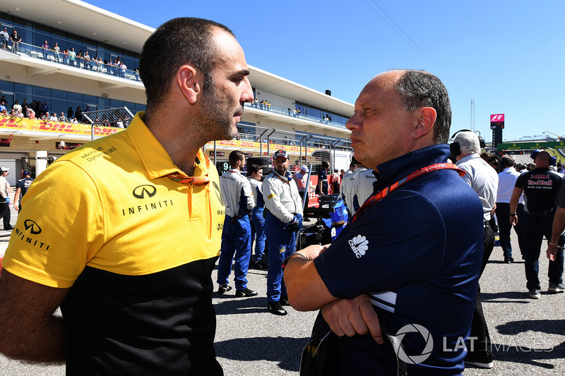 Cyril Abiteboul, Renault Sport F1 Managing Director and Frederic Vasseur, Sauber Team Principal
