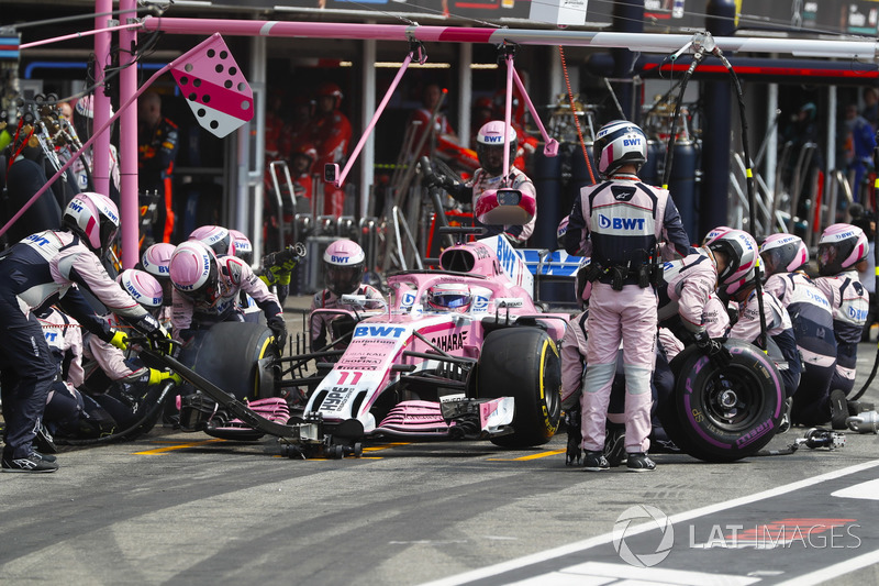 Sergio Perez, Force India VJM11, au stand