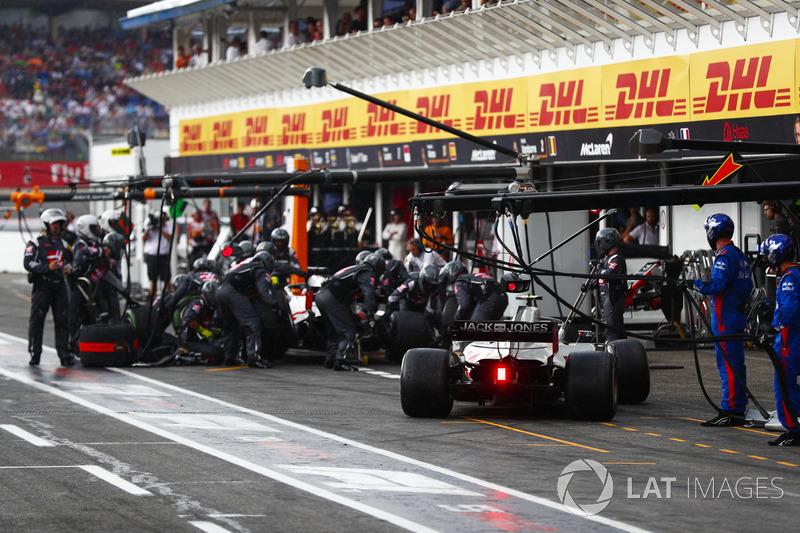 Romain Grosjean, Haas F1 Team VF-18, Kevin Magnussen, Haas F1 Team VF-18