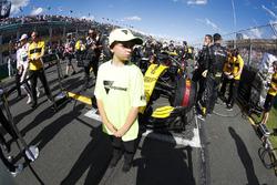 Une mascotte de Melbourne devant la voiture de Nico Hulkenberg, Renault Sport F1 Team R.S. 18