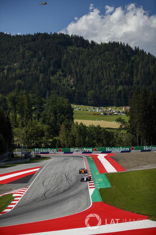Sergey Sirotkin, Williams FW41, Stoffel Vandoorne, McLaren MCL33