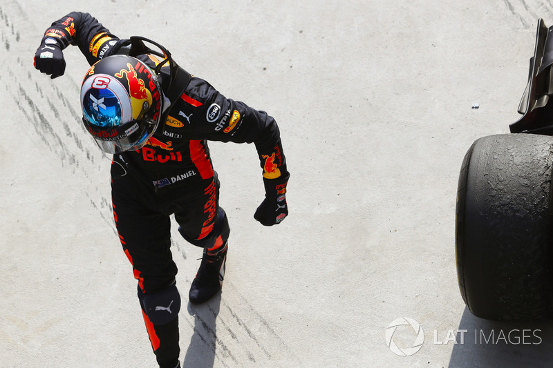 Il vincitore della gara Daniel Ricciardo, Red Bull Racing