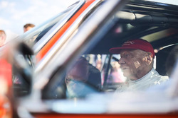 Niki Lauda, BMW 3.6 CSL Alpina, durante el desfile de leyendas
