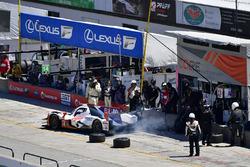 #54 CORE autosport ORECA LMP2, P: Jon Bennett, Colin Braun pit stop