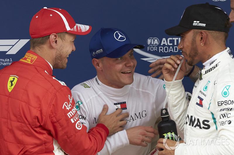 Los tres mejores clasificados Sebastian Vettel, Ferrari, Valtteri Bottas, Mercedes AMG F1 y Lewis Hamilton, Mercedes AMG F1