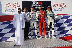 Podio: il vincitore di gara 1 Pepe Oriola, Lukoil Craft-Bamboo Racing, il secondo classificato Gordon Shedden, Leopard Racing Team WRT, il terzo classificato Jean-Karl Vernay, Leopard Racing Team WRT