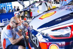 Hyundai Motorsport monteurs