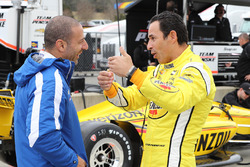 Helio Castroneves, Team Penske Chevrolet, Tony Kanaan, A.J. Foyt Enterprises Chevrolet