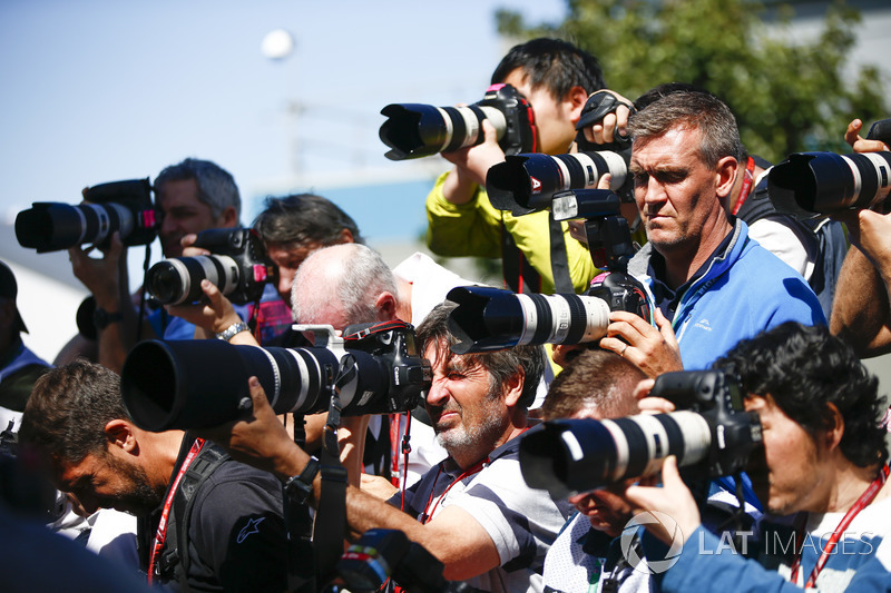 Sekumpulan fotografer