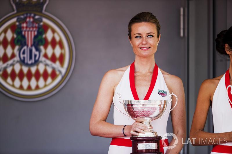 Chicas con los trofeos