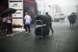 Lluvia en el Paddock después de la carrera