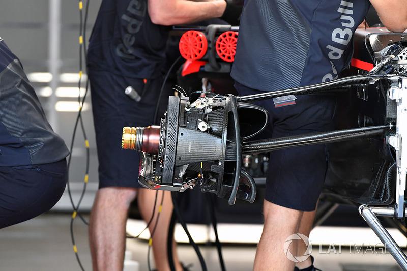 Red Bull Racing RB14 front wheel hub detail