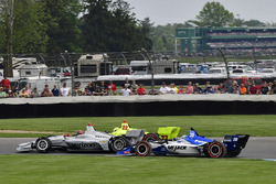 Crash: Simon Pagenaud, Team Penske Chevrolet