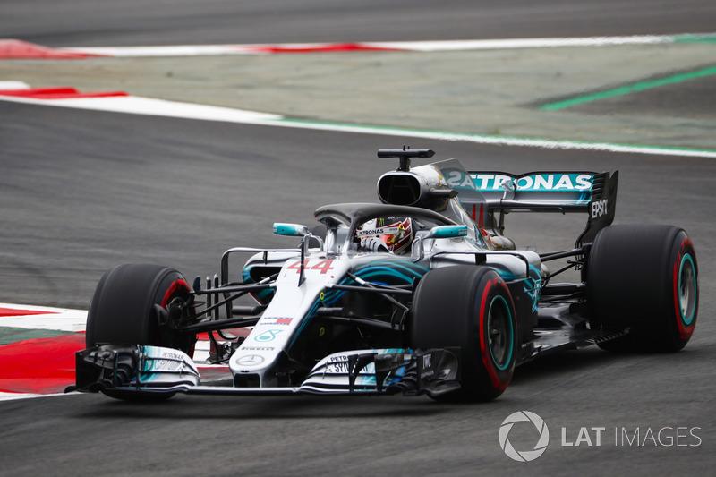 Lewis Hamilton voltou a mostrar força e conquistou a pole position para a prova deste domingo.